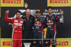 Podio: Sebastian Vettel, Red Bull Racing, Fernando Alonso, Ferrari, Adrian Newey, Red Bull Racing , Mark Webber, Red Bull Racing