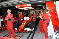 Kimi Raikkonen, Ferrari SF70H in the garage