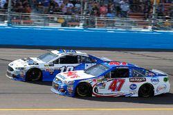 Эй-Джей Алмендингер, JTG Daugherty Racing Chevrolet и Даника Патрик, Stewart-Haas Racing Ford