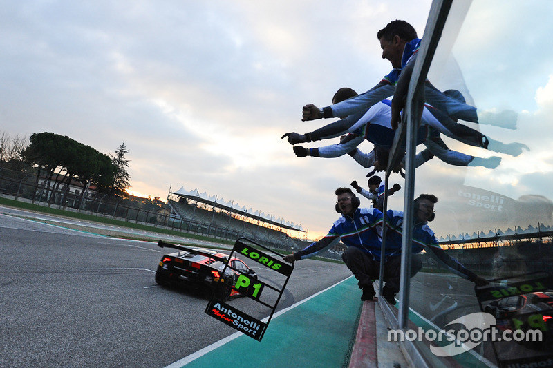 I vincitori della gara #17 Antonelli Motorsport: Loris Spinelli, Mikael Grenier