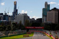 Kevin Magnussen, Haas F1 Team VF-18 Ferrari, Max Verstappen, Red Bull Racing RB14 Tag Heuer, en Roma
