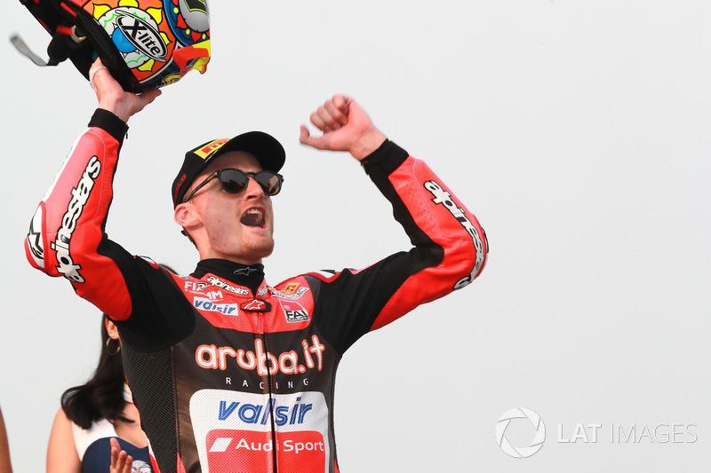 Podium : le vainqueur Chaz Davies, Aruba.it Racing-Ducati SBK Team