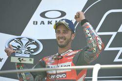 Sur le podium : le deuxième, Andrea Dovizioso, Ducati Team