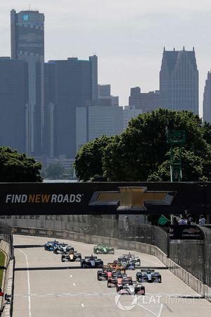 Start of Dual 1, Marco Andretti, Herta - Andretti Autosport Honda leads