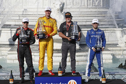 Will Power, Team Penske Chevrolet, Ryan Hunter-Reay, Andretti Autosport Honda, Michael Andretti, Scott Dixon, Chip Ganassi Racing Honda, podium