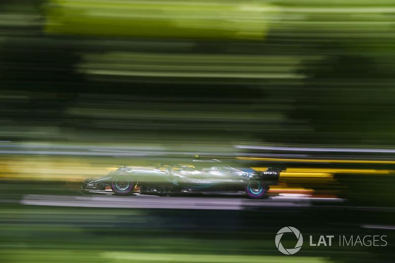 Valtteri Bottas, Mercedes AMG F1 W09.]