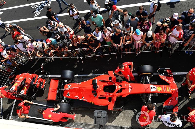 Ferrari SF71H y aficionados