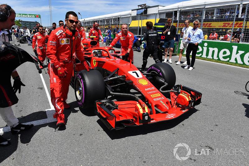 Kimi Raikkonen, Ferrari SF71H, in griglia