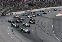 Start zum DXC Technology 600 auf dem Texas Motor Speedway in Fort Worth 2018: Josef Newgarden, Team Penske Chevrolet, führt