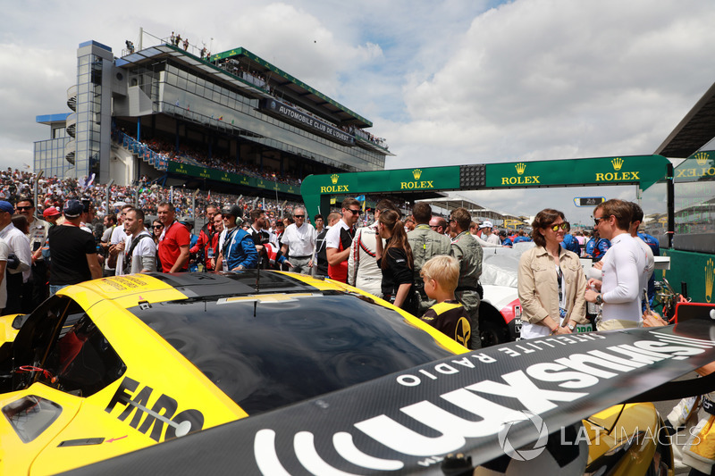#63 Corvette Racing Chevrolet Corvette C7.R: Jan Magnussen, Antonio Garcia, Mike Rockenfeller, in griglia