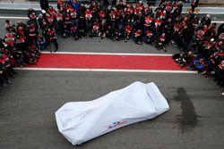 La nouvelle Scuderia Toro Rosso STR13 sous couvertures
