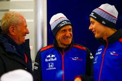 Спортивный консультант Red Bull Хельмут Марко, руководитель Scuderia Toro Rosso Франц Тост и гонщик Брендон Хартли
