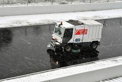 Veegmachine in de sneeuw