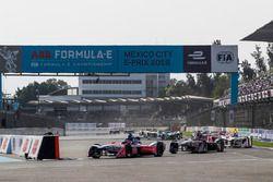Nick Heidfeld, Mahindra Racing, precede Alex Lynn, DS Virgin Racing