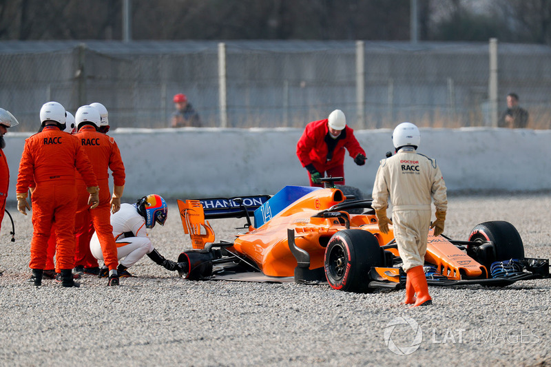 Fernando Alonso, McLaren MCL33 spins into the gravel trap after his rear wheel comes off
