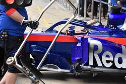 Scuderia Toro Rosso STR13, dettaglio laterale