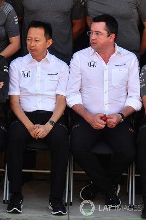 Yusuke Hasegawa, jefe de Honda Motorsport y Eric Boullier, director McLaren Racing en la foto del Mc