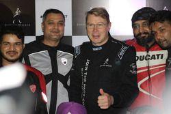 Mika Hakkinen con aficionados