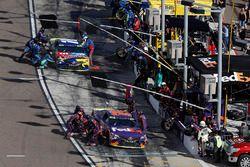 Boxenstopps: Denny Hamlin, Joe Gibbs Racing Toyota, Kyle Busch, Joe Gibbs Racing Toyota