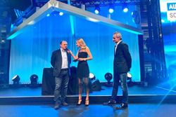 Fréderic Vasseur, CEO e team principal del Sauber F1 Team, con la presentatrice Christa Rigozzi e il