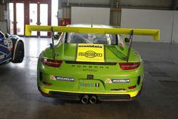 La Porsche 911 GT3 Cup di Gianluca Carboni nel Paddock