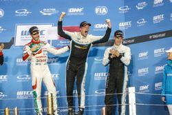 Podio: Campeón del mundo Thed Björk, Polestar Cyan Racing, Volvo S60 Polestar TC1