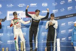 Podium : le Champion du monde Thed Björk, Polestar Cyan Racing, Volvo S60 Polestar TC1