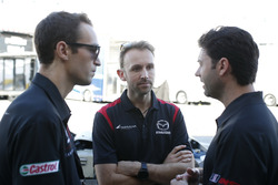 Гонщики Mazda Team Joest Рене Раст, Харри Тинкнелл и Джонатан Бомарито