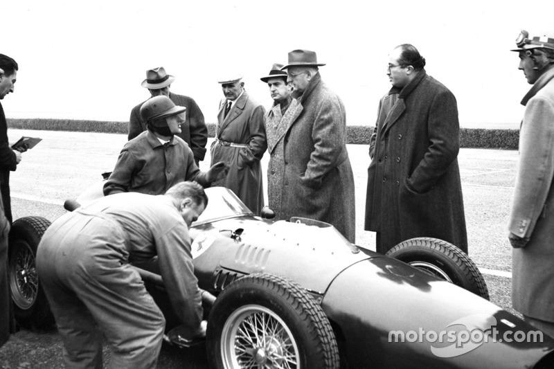 Test Ferrari 246 F1 a Modena con Martino Severi, Enzo Ferrari, Luigi Bazzi e Carlo Chiti