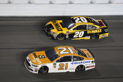 Paul Menard, Wood Brothers Racing Ford Fusion, Erik Jones, Joe Gibbs Racing Toyota