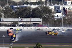 Crash: William Byron, Hendrick Motorsports, AXALTA Chevrolet Camaro, Daniel Suarez, Joe Gibbs Racing