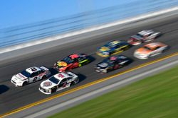 Brad Keselowski, Team Penske Ford Fusion, Kevin Harvick, Stewart-Haas Racing Ford Fusion, Martin Tru