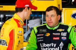 Joey Logano, Team Penske Ford Fusion and Ryan Newman, Richard Childress Racing Chevrolet Camaro