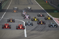 Sebastian Vettel, Ferrari SF71H, Kimi Raikkonen, Ferrari SF71H, Valtteri Bottas, Mercedes AMG F1 W09, Lewis Hamilton, Mercedes AMG F1 W09., Max Verstappen, Red Bull Racing RB14 Tag Heuer, Daniel Ricciardo, Red Bull Racing RB14 Tag Heuer, and the rest of the field at the start of the race