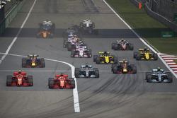Sebastian Vettel, Ferrari SF71H, Kimi Raikkonen, Ferrari SF71H, Valtteri Bottas, Mercedes AMG F1 W09, Lewis Hamilton, Mercedes AMG F1 W09., Max Verstappen, Red Bull Racing RB14 Tag Heuer, Daniel Ricciardo, Red Bull Racing RB14 Tag Heuer, et le reste du pel