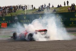 Sebastian Vettel, Ferrari SF71H spint na een clash met Max Verstappen, Red Bull Racing RB14