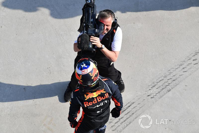 Daniel Ricciardo, Red Bull Racing fête sa victoire dans le Parc Fermé