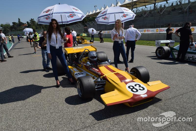 Monoposto storica di F1 in griglia