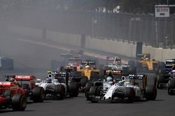 Старт гонки: Валттери Боттас и Фелипе Масса, Williams FW38 Mercedes, Серхио Перес, Force India VJM09