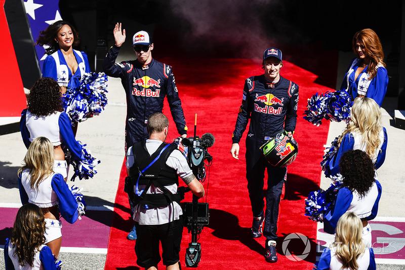Daniil Kvyat, Scuderia Toro Rosso, Brendon Hartley, Scuderia Toro Rosso, at the drivers parade