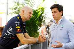 Adrian Newey, directeur technique, Red Bull Racing, et Toto Wolff, directeur technique Mercedes AMG