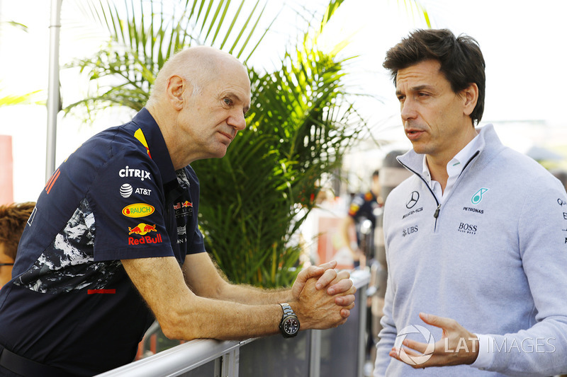 Adrian Newey, Chief Technical Officer, Red Bull Racing, and Toto Wolff, Executive Director (Business), Mercedes AMG