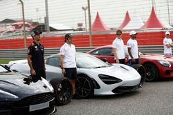 Daniel Ricciardo, Red Bull Racing, with the Aston Martin Vanquish S. Fernando Alonso, McLaren, and Stoffel Vandoorne, McLaren, with the McLaren 720s. Lewis Hamilton, Mercedes AMG F1, and Valtteri Bottas, Mercedes AMG F1, with the Mercedes AMG GTR, on grid for the Pirelli Hot Laps