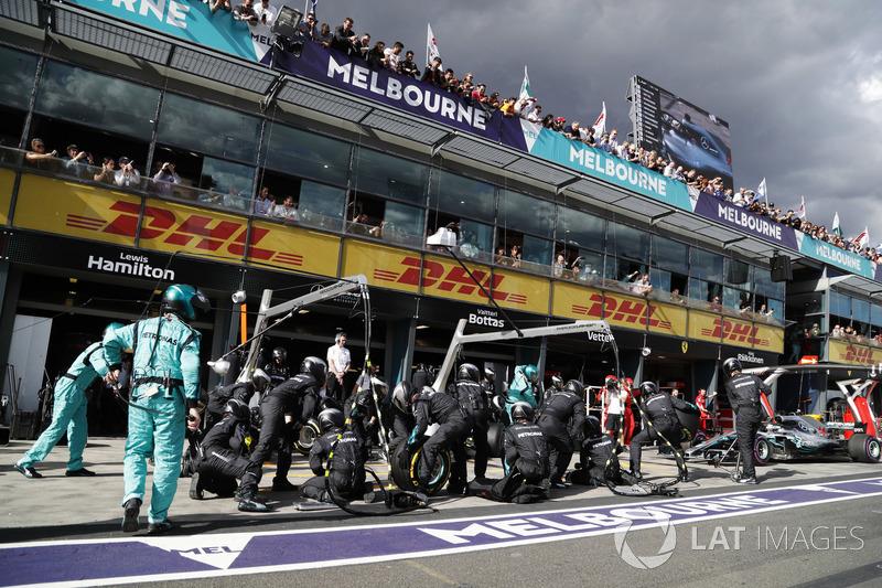 Parada en boxes para Lewis Hamilton, Mercedes AMG F1 W09