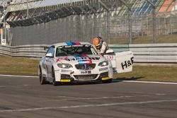 Michael Schrey, BMW pulls his car over the finish line