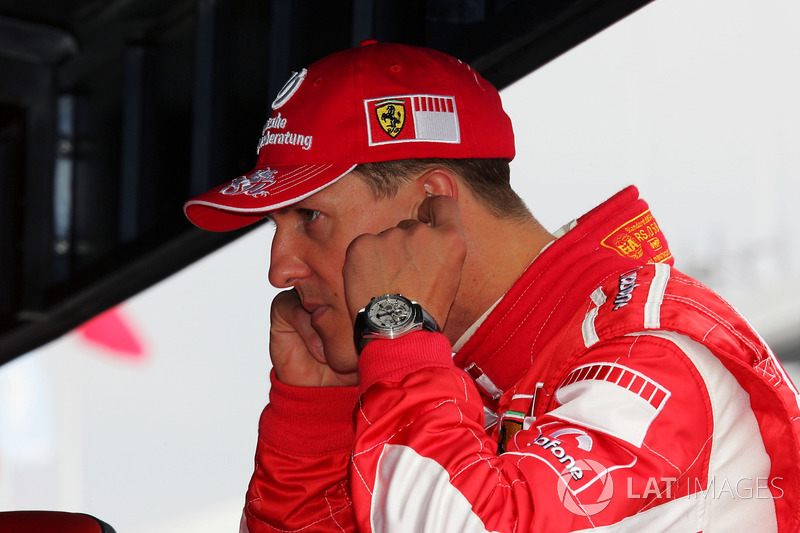 Титул в том сезоне разыгрывали Михаэль Шумахер и Фернандо Алонсо. И если испанец мощно начал сезон, то к середине чемпионата инициатива перешла уже к Шумахеру: перед Гран При Венгрии он выиграл три гонки подряд