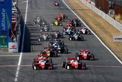 Start of the race, Ralf Aron, PREMA Theodore Racing Dallara F317 - Mercedes-Benz leads