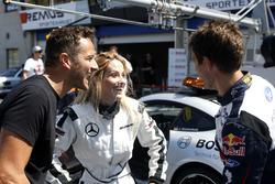 Sébastien Ogier alla guida di una Mercedes-AMG C63 DTM con la moglie Andrea Kaiser e Timo Scheider