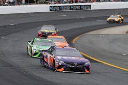 Denny Hamlin, Joe Gibbs Racing, Toyota Camry FedEx Freight e Kyle Busch, Joe Gibbs Racing, Toyota Camry Interstate Batteries