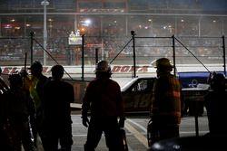 Noah Gragson, Kyle Busch Motorsports, Toyota Tundra Safelite AutoGlass pit stop